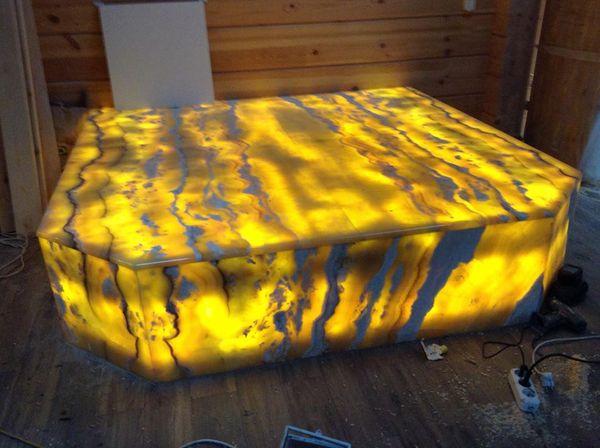 Лежаки для бани из оникса Yellow